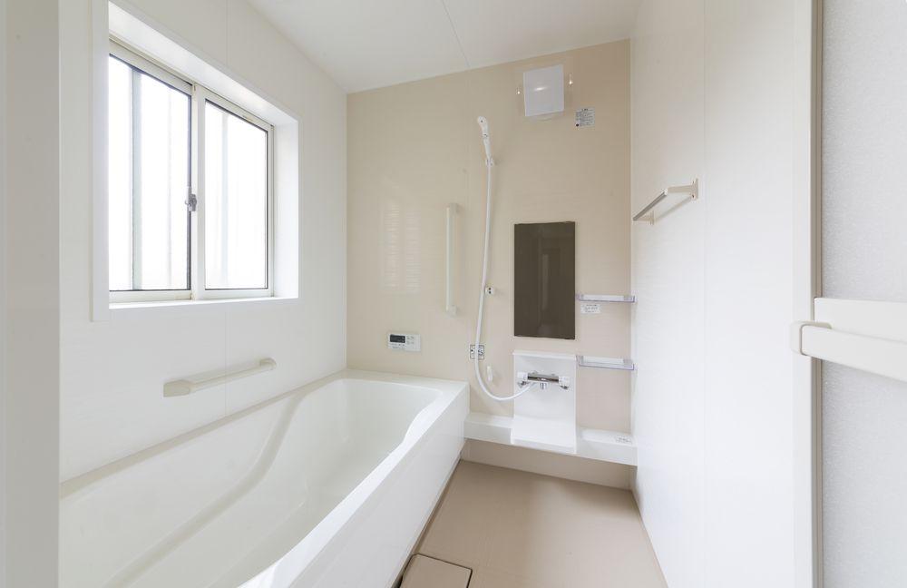 "<span class=""title"">注文住宅の浴室で人気のスタイルは?在来工法・ユニットバスの魅力的な浴室</span>"